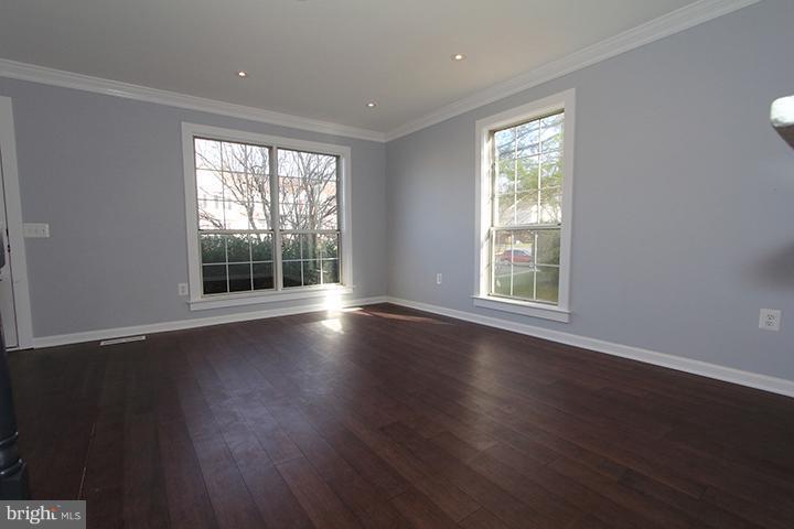 Living/family room-Alt view - 843 SMARTTS LN NE, LEESBURG