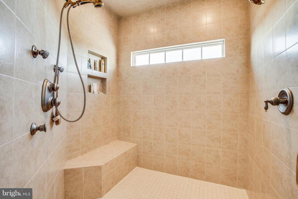 Owner's Shower, warm and hot! - 10 STEFANIGA FARMS DR, STAFFORD