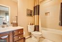 En suite baths are awesome for all. - 10 STEFANIGA FARMS DR, STAFFORD
