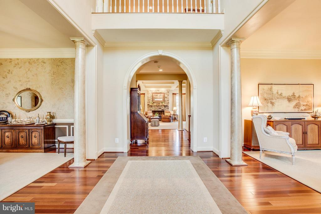 Entryway is Grand and Voluminous. - 10 STEFANIGA FARMS DR, STAFFORD