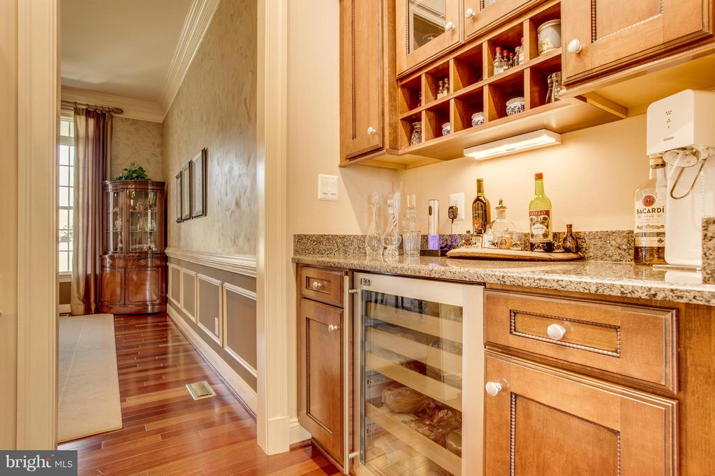 Beverage Bar and Pantry through to Dining. - 10 STEFANIGA FARMS DR, STAFFORD