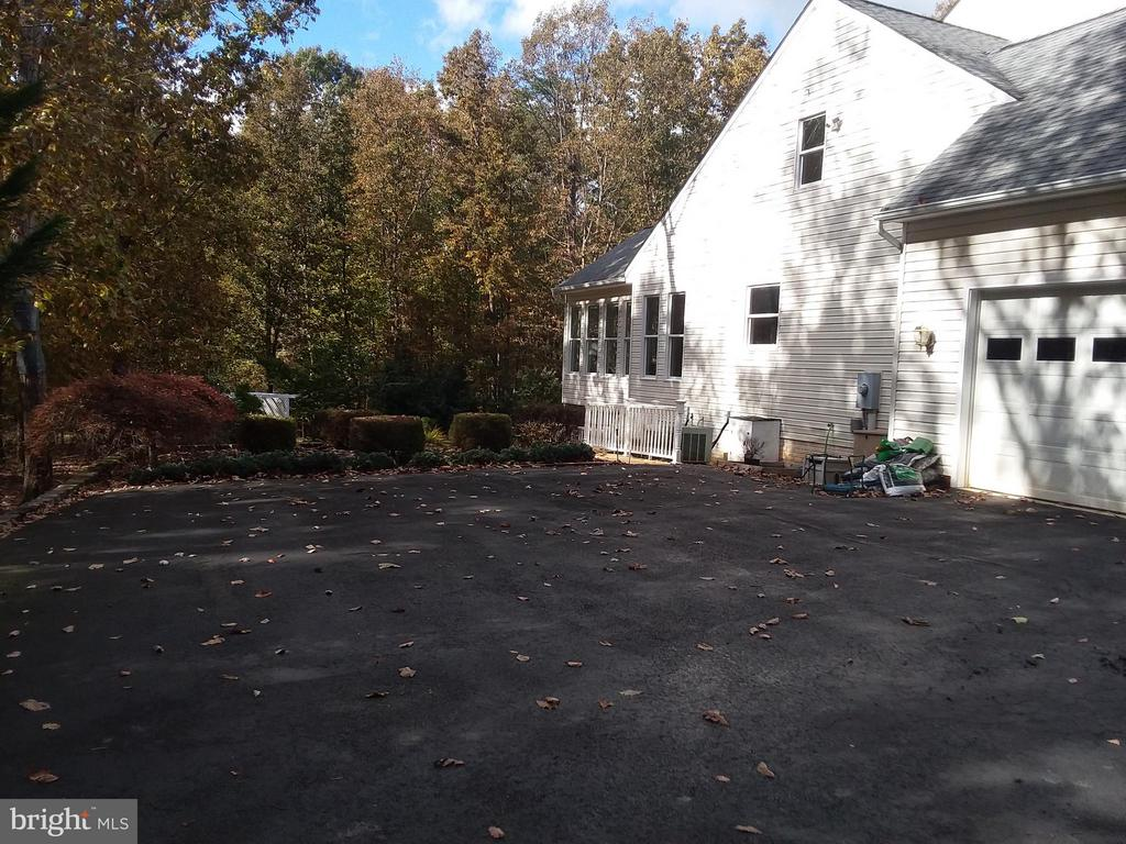PLENTY of BLACK TOP for guests & LARGE RVs.. - 6142 WALKER'S HOLLOW, LOCUST GROVE
