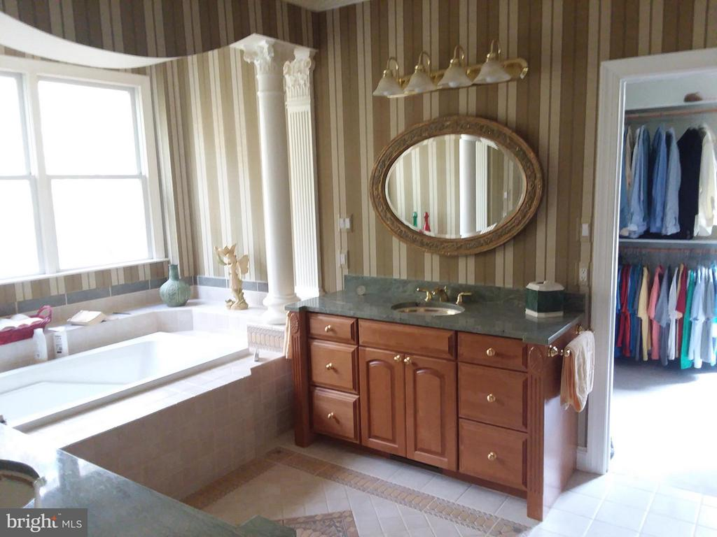 SUNSHINE bath EVERY day.. - 6142 WALKERS HOLLOW WAY, LOCUST GROVE