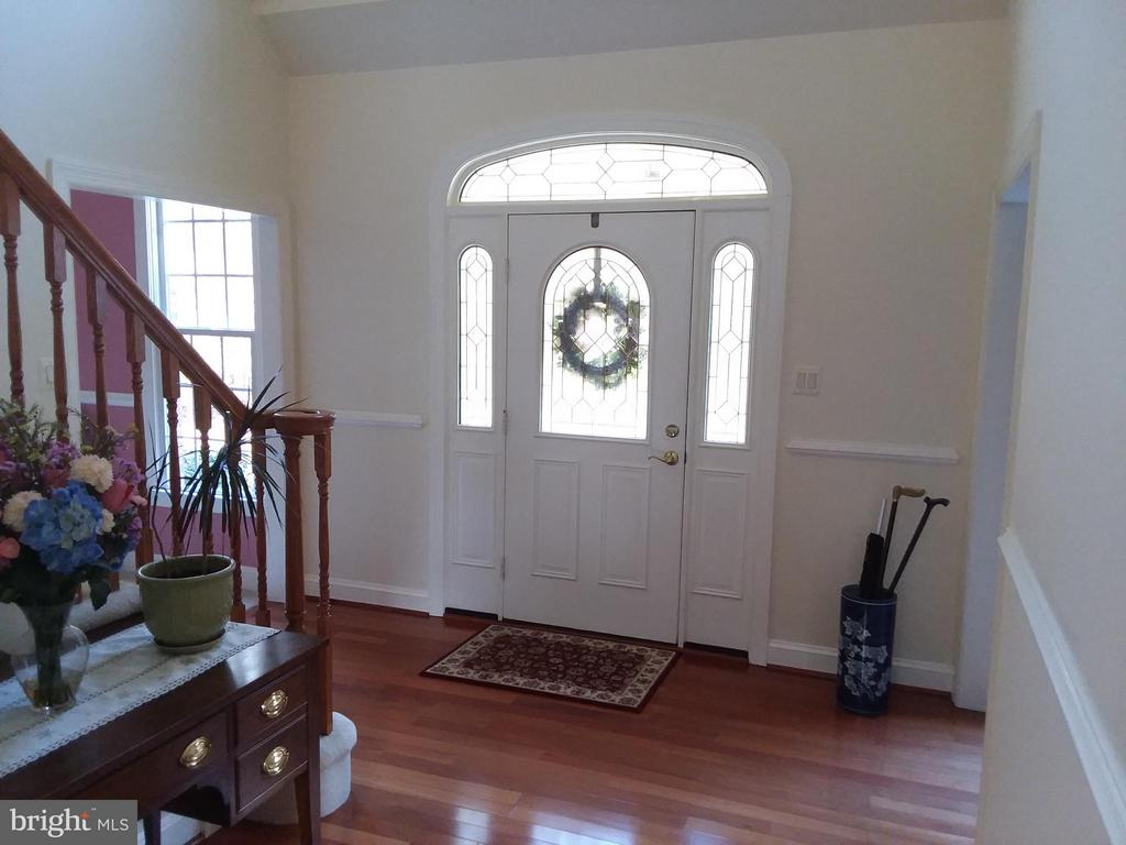 Most pleasant FOYER to Welcome your guests.. - 6142 WALKERS HOLLOW WAY, LOCUST GROVE