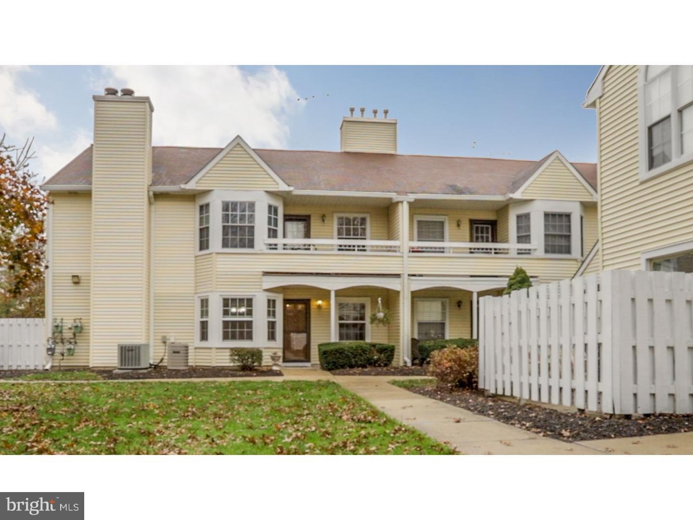 Enfamiljshus för Försäljning vid 13 DENNIS Court Hightstown, New Jersey 08520 Förenta staternaI/Runt: Hightstown Borough