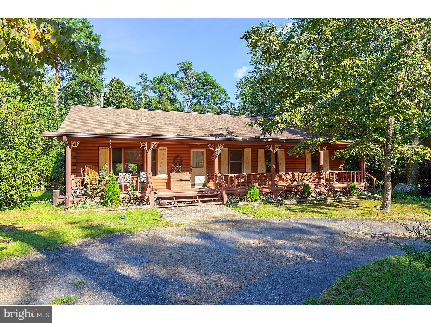 Photo of home for sale at 254 Crow Pond Road, Elmer NJ