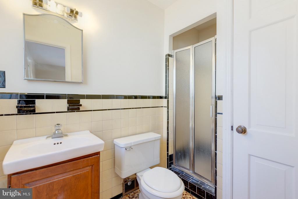 Master Bath - 2101 N QUINTANA ST, ARLINGTON