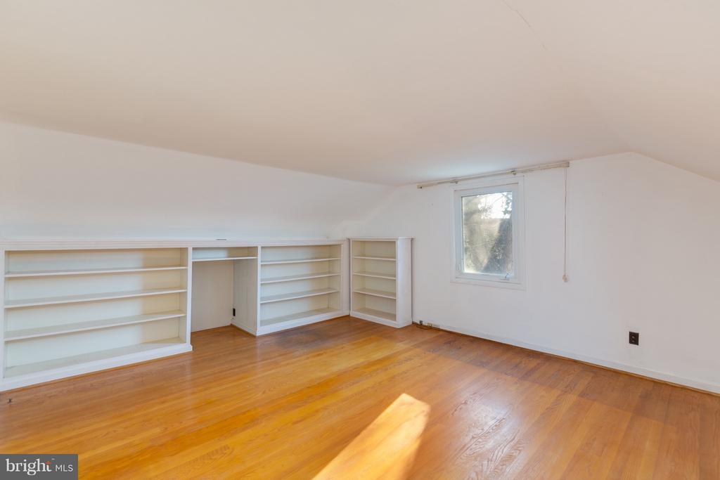 Office, Media, great room upstairs - 2101 N QUINTANA ST, ARLINGTON