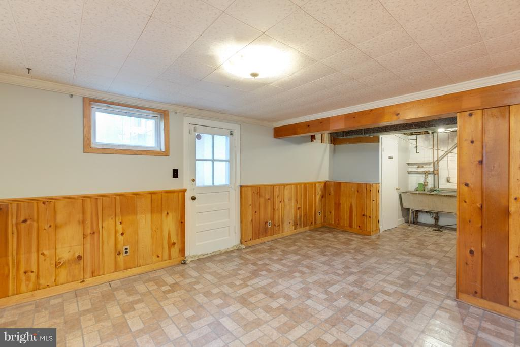 Large open basement ready for your plans! - 2101 N QUINTANA ST, ARLINGTON