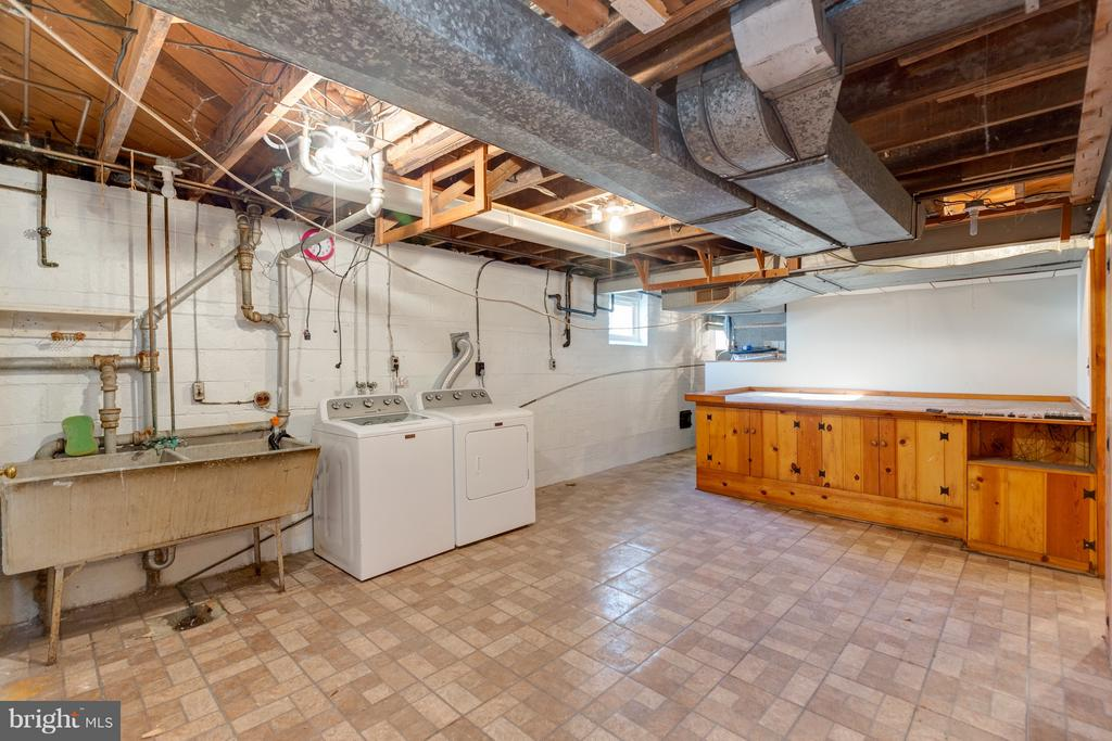 Laundry, utility area... - 2101 N QUINTANA ST, ARLINGTON