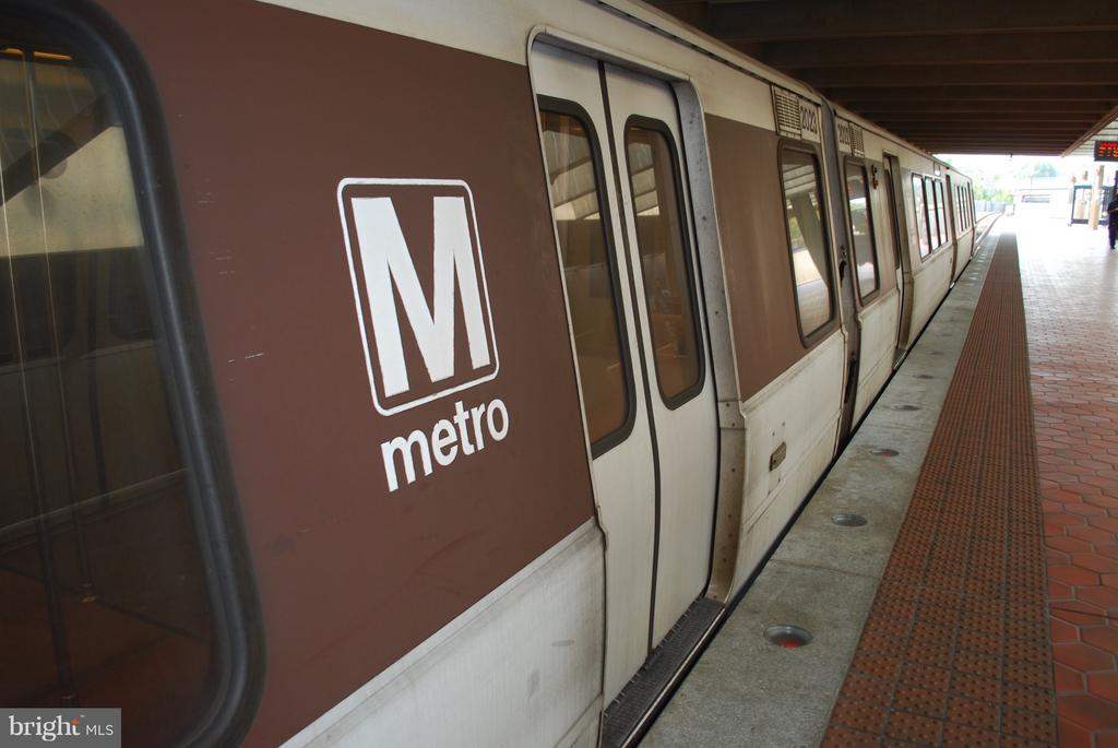 Metro into the city, or out the new SILVER Line... - 2101 N QUINTANA ST, ARLINGTON
