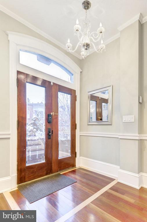 Entryway - 506 A ST SE, WASHINGTON