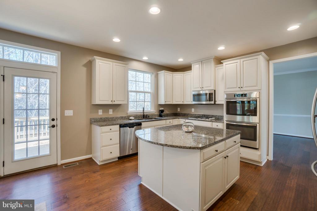 Amazing Kitchen - 30 KETTLEBROOK CT, STAFFORD