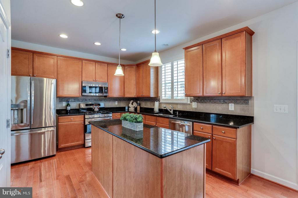 Kitchen w/HDWD, Granite Counters and SS appliances - 1906 EAMONS WAY, ANNAPOLIS