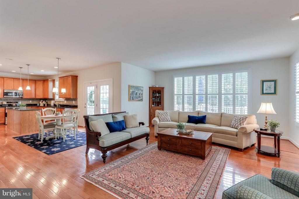 Family Room w/ gleaming HDWD and Gas Fireplace - 1906 EAMONS WAY, ANNAPOLIS