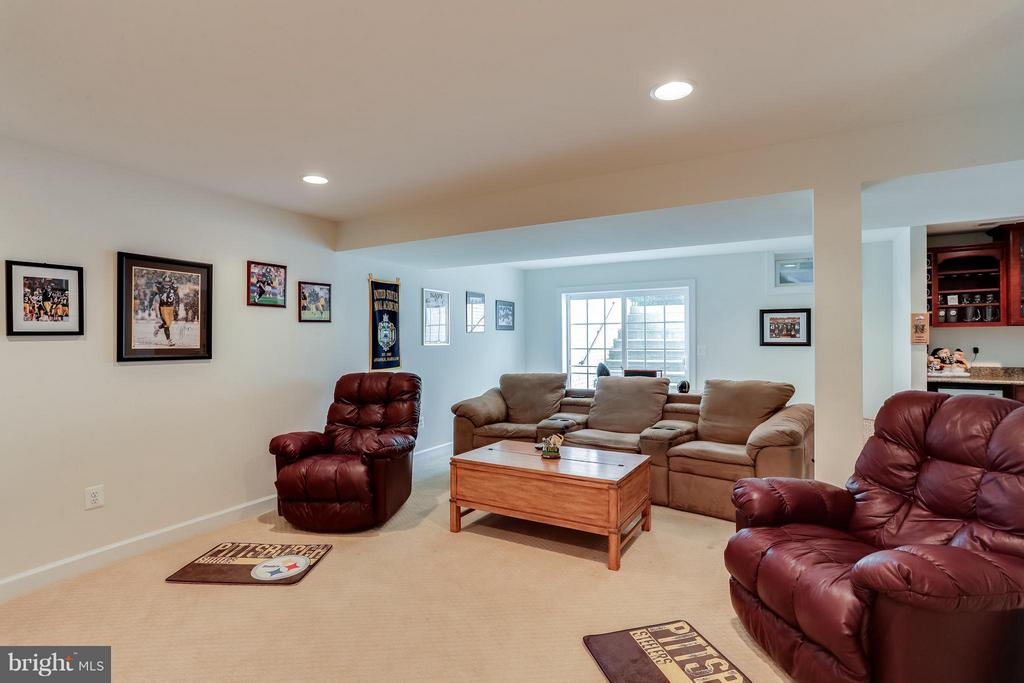 LL Family Room  w/ Walk-out - 1906 EAMONS WAY, ANNAPOLIS