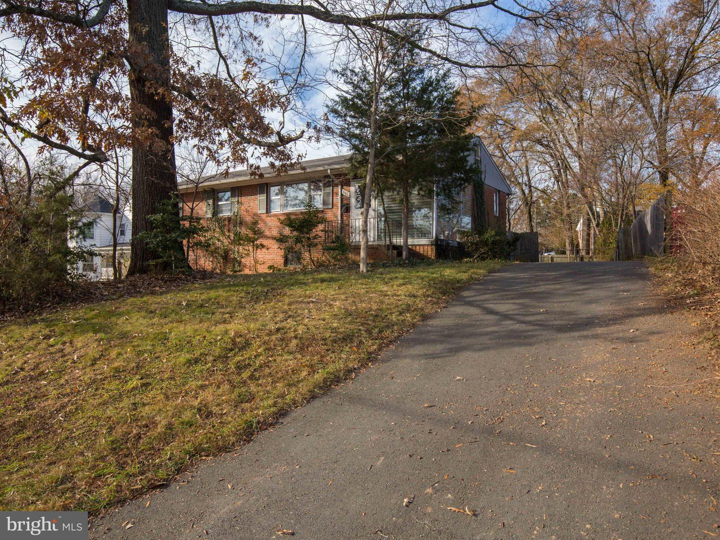 Additional photo for property listing at 801 Grant St Herndon, Virginia 20170 United States