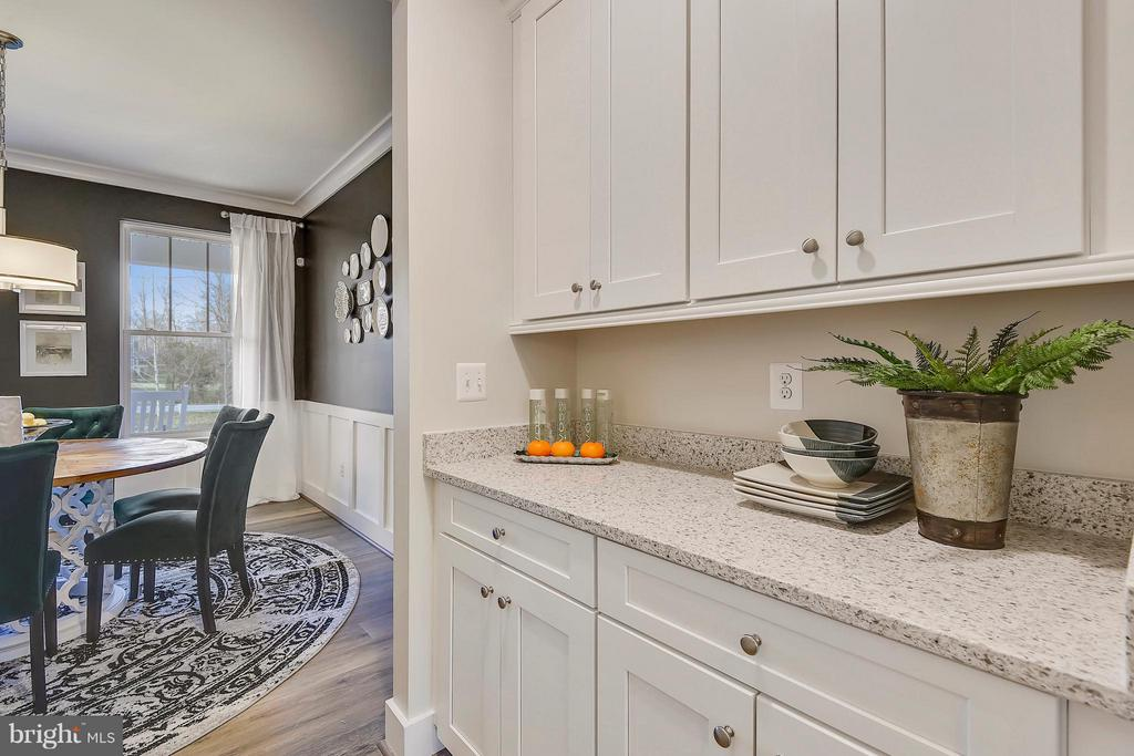Butler's pantry connecting dining to kitchen - 299 BONHEUR AVE, GAMBRILLS