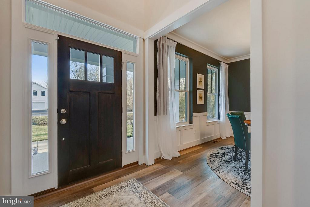Front entry and dining room - 299 BONHEUR AVE, GAMBRILLS