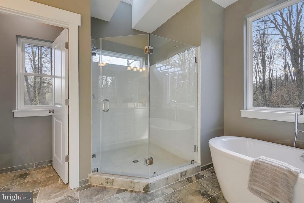 Super sized shower - 299 BONHEUR AVE, GAMBRILLS