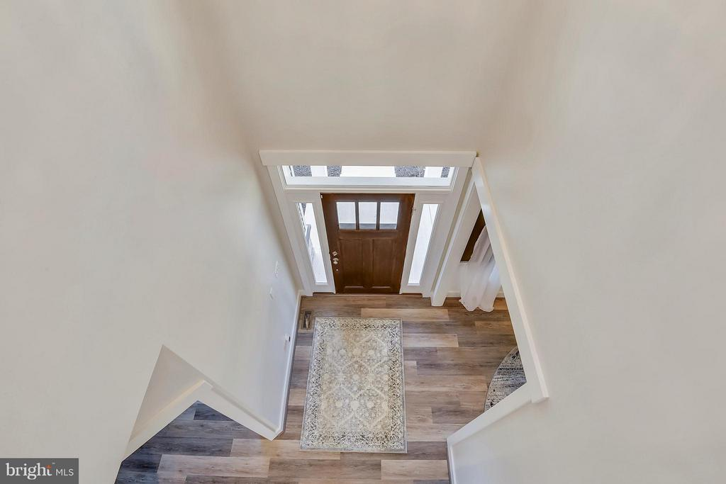 View from upper hall to foyer - 299 BONHEUR AVE, GAMBRILLS