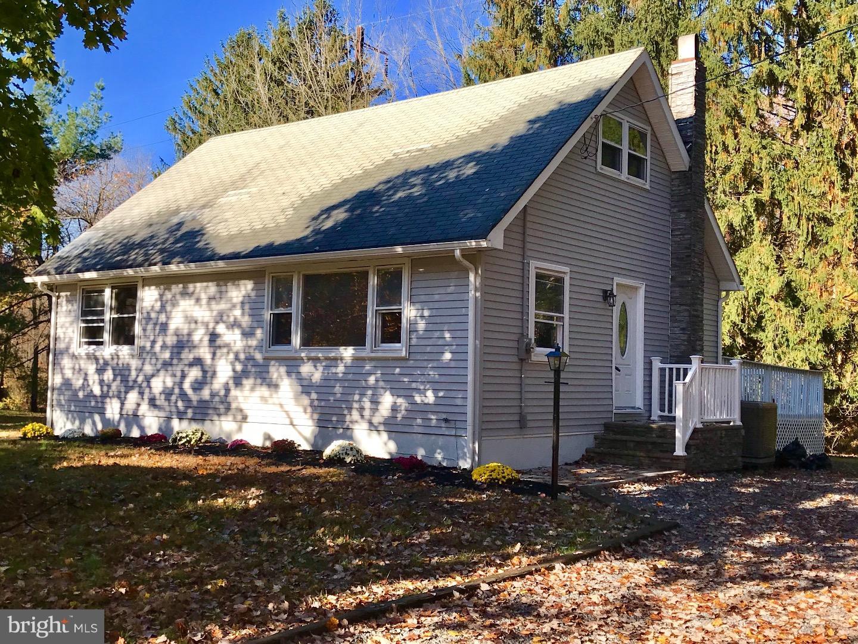 Частный односемейный дом для того Продажа на 391 N POST Road East Windsor Township, Нью-Джерси 08550 Соединенные ШтатыВ/Около: West Windsor Twp