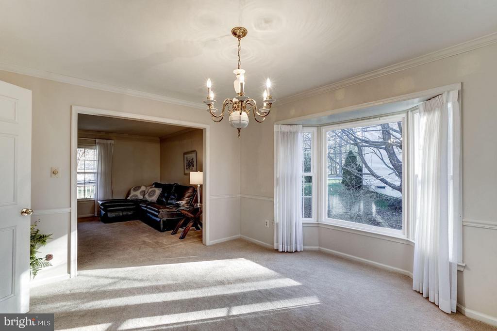 11657 Gilman Lane Dining Room with Bay window - 11657 GILMAN LN, HERNDON