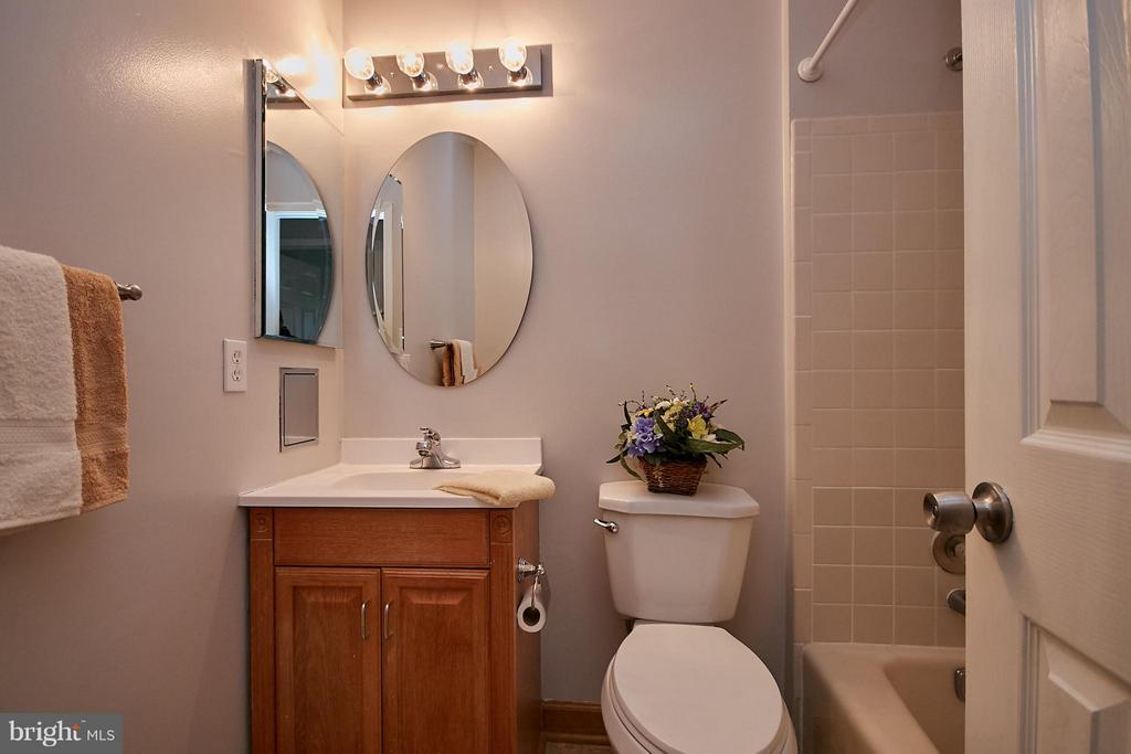 Upper Level Hall Bath - 2158 GOLF COURSE DR, RESTON