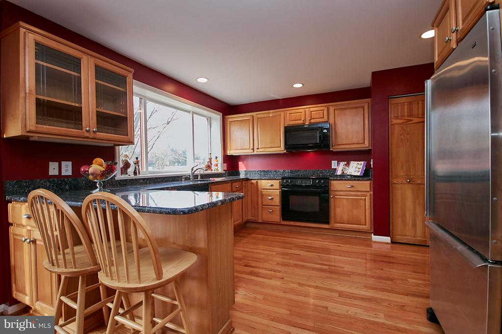 Large Kitchen with Breakfast Bar Space - 2158 GOLF COURSE DR, RESTON