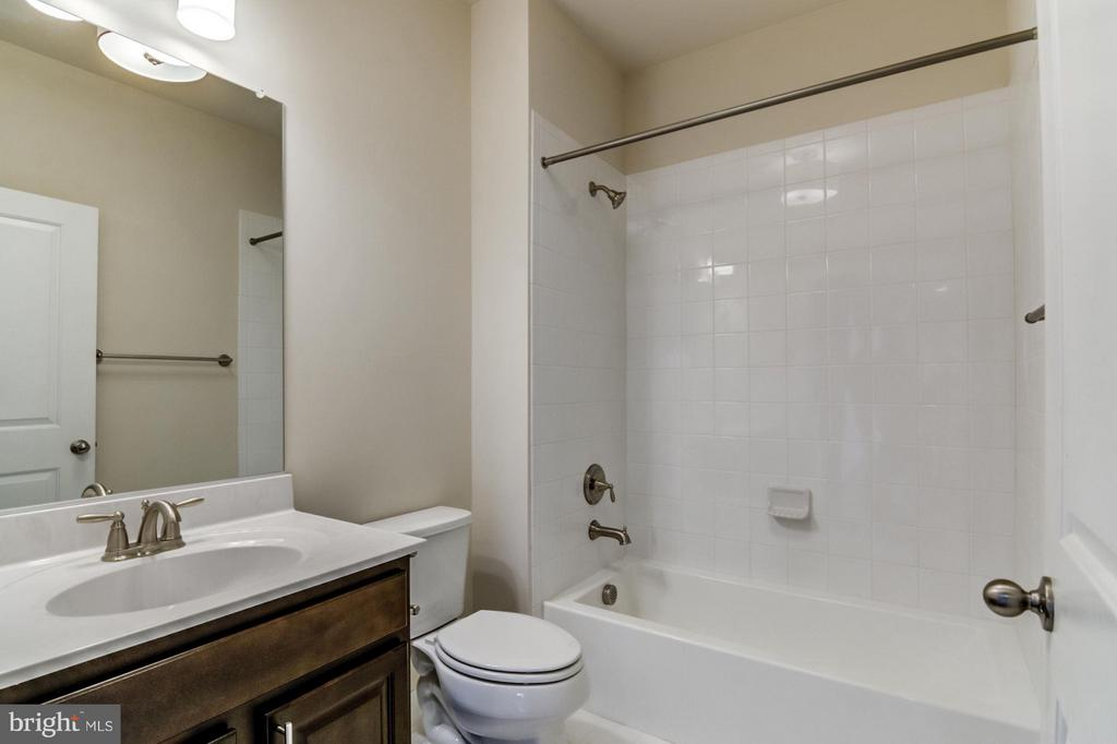 First Floor Full Bath - 16765 MILL STATION WAY #43, DUMFRIES