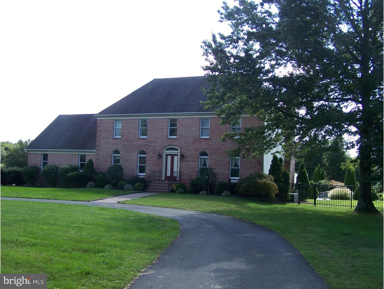 Maison unifamiliale pour l Vente à 200 MILL Road Burlington, New Jersey 08016 États-UnisDans/Autour: Burlington
