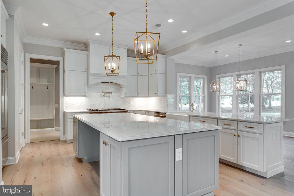 Expansive Kitchen Islands with sitting - 11701 VALLEY RD, FAIRFAX