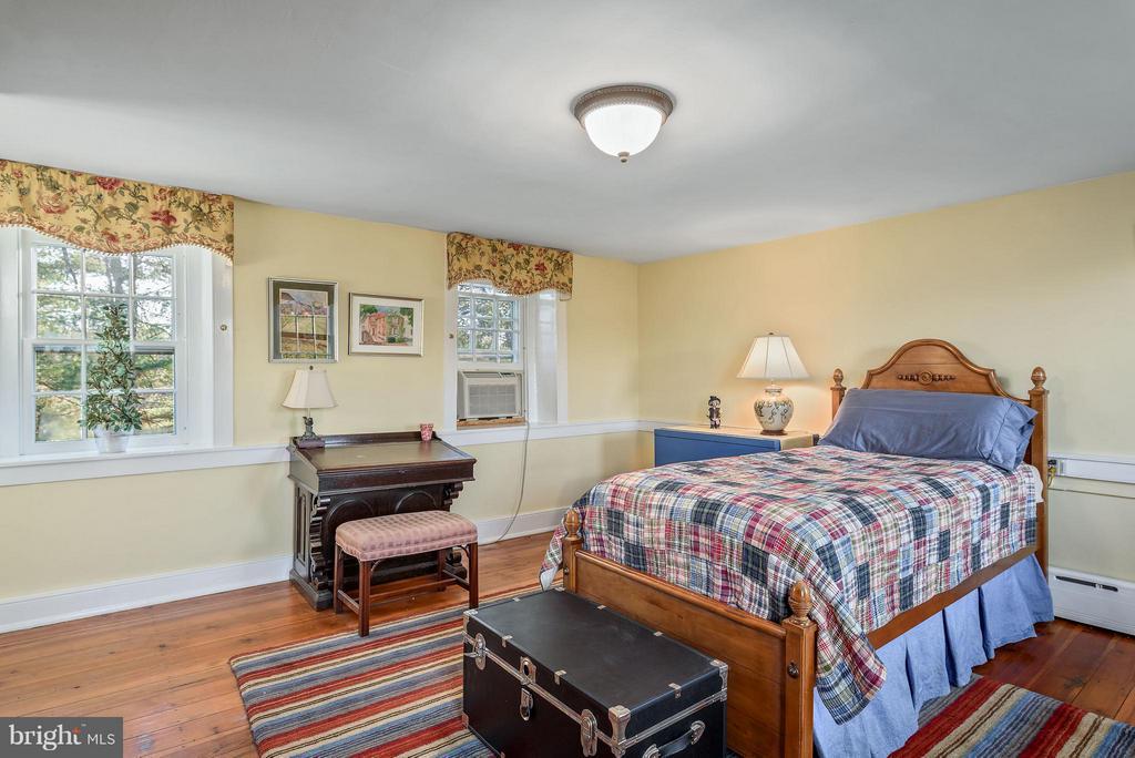 Bedroom #2, upper level - 18483 SILCOTT SPRINGS RD, PURCELLVILLE
