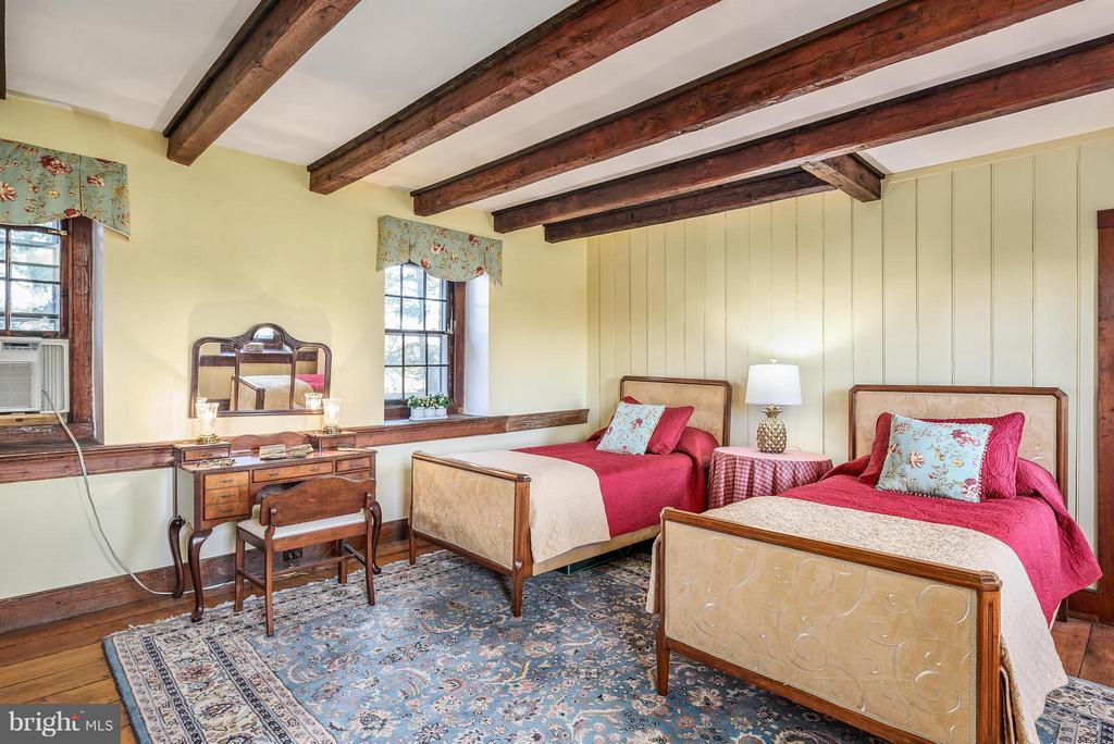 Bedroom #3 Hardwood Floors - 18483 SILCOTT SPRINGS RD, PURCELLVILLE