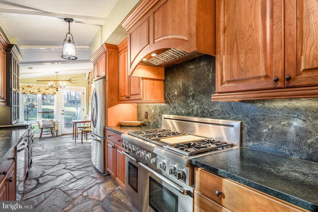 Beautiful Stone Floor, Thermador 6 burner range - 18483 SILCOTT SPRINGS RD, PURCELLVILLE