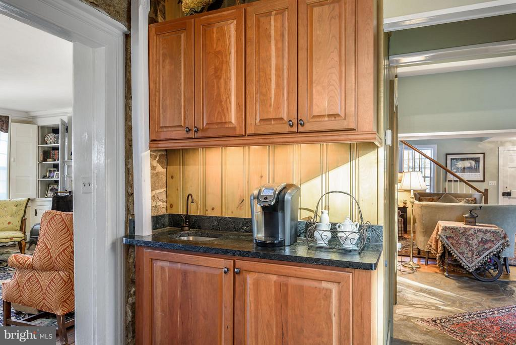 Kitchen looking into sitting room and dining room - 18483 SILCOTT SPRINGS RD, PURCELLVILLE