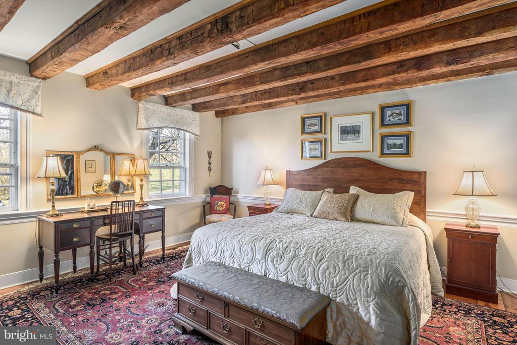 First Floor Master Bedroom, hardwood floors - 18483 SILCOTT SPRINGS RD, PURCELLVILLE