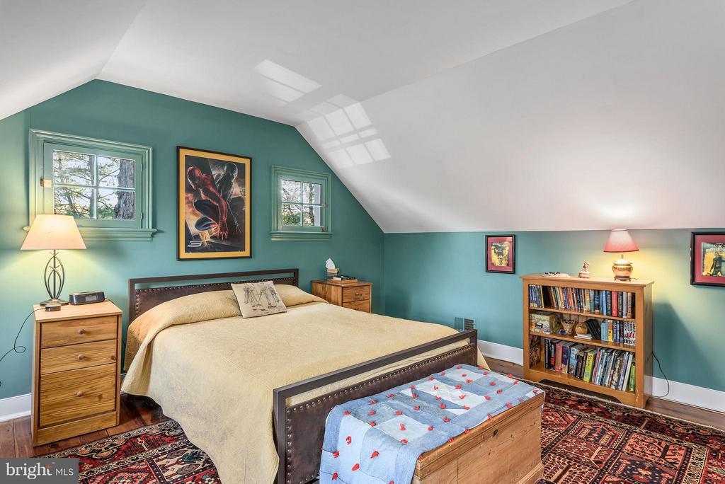 Bedroom #4, Hardwood Floors - 18483 SILCOTT SPRINGS RD, PURCELLVILLE