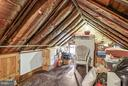 Attic, perfect for storage - 18483 SILCOTT SPRINGS RD, PURCELLVILLE