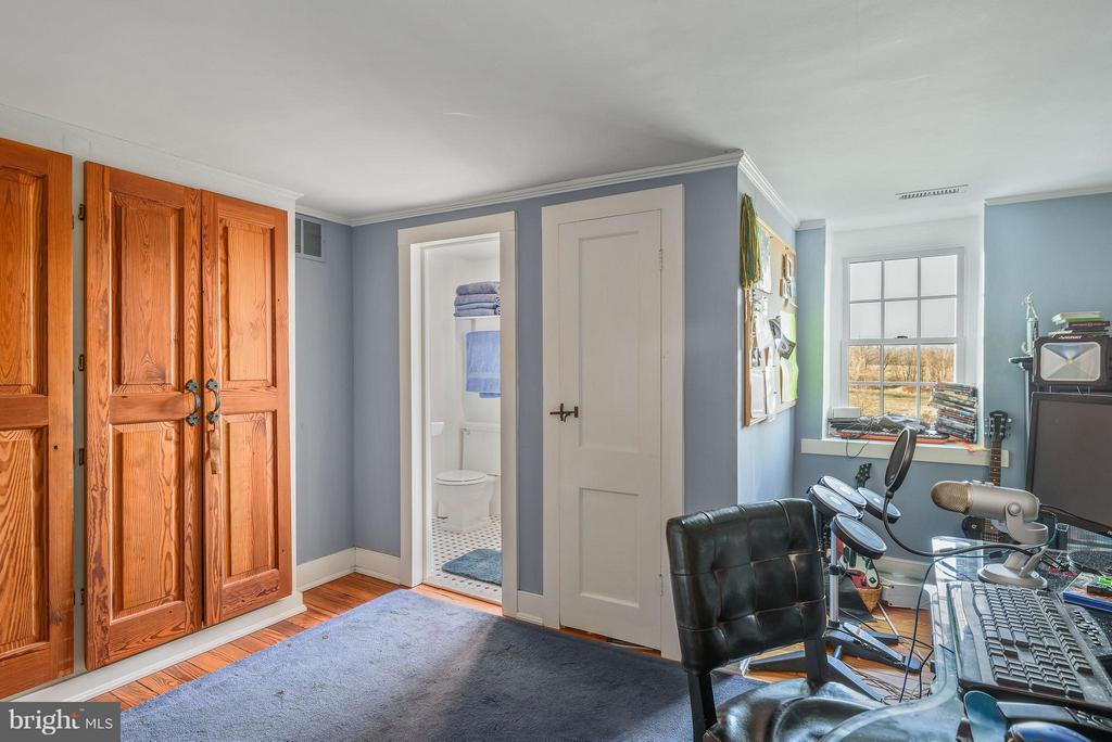 Play room, upper level - 18483 SILCOTT SPRINGS RD, PURCELLVILLE