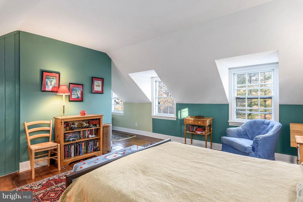 Bedroom #4 sitting area - 18483 SILCOTT SPRINGS RD, PURCELLVILLE