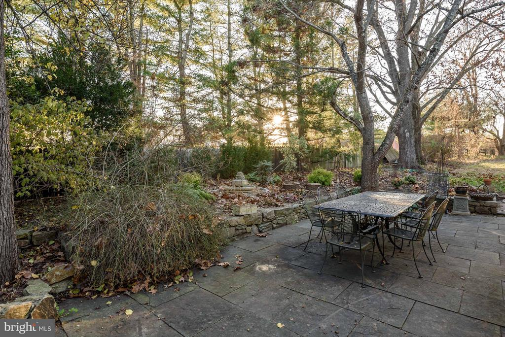 Outdoor Stone Patio - 18483 SILCOTT SPRINGS RD, PURCELLVILLE