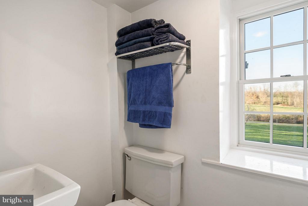 Full Bath, Upper level Bedroom #4 and play room - 18483 SILCOTT SPRINGS RD, PURCELLVILLE