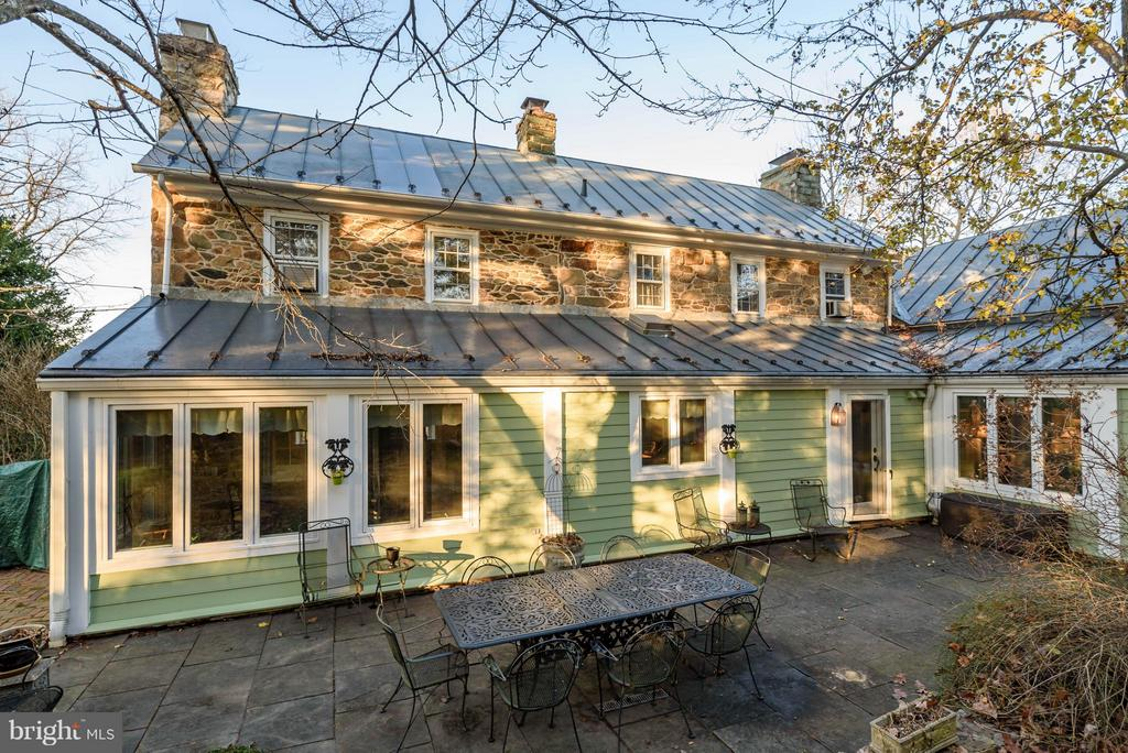 Outdoor Stone Patio and rear of home - 18483 SILCOTT SPRINGS RD, PURCELLVILLE