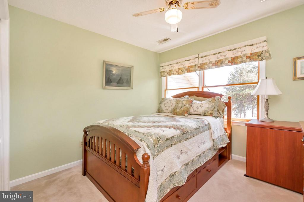 Upper level Bedroom - 1351 LAKEVIEW PKWY, LOCUST GROVE