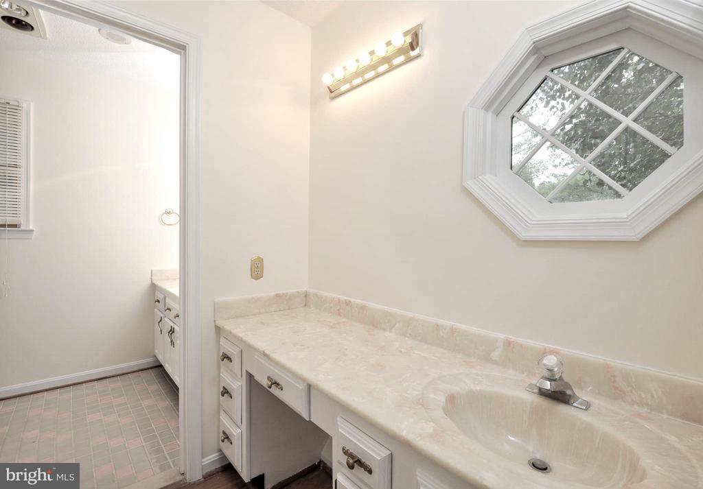 Bath (Master) - 1351 LAKEVIEW PKWY, LOCUST GROVE