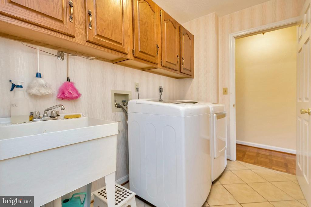 Main level Laundry Room - 1351 LAKEVIEW PKWY, LOCUST GROVE