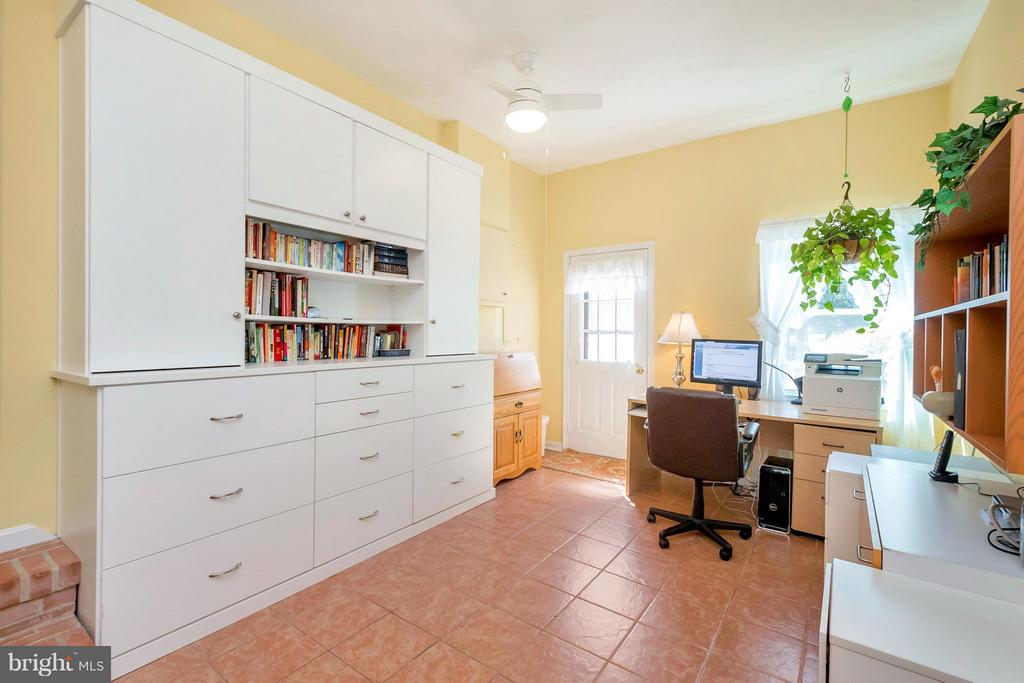 Home Office/ Home Gym - 1351 LAKEVIEW PKWY, LOCUST GROVE