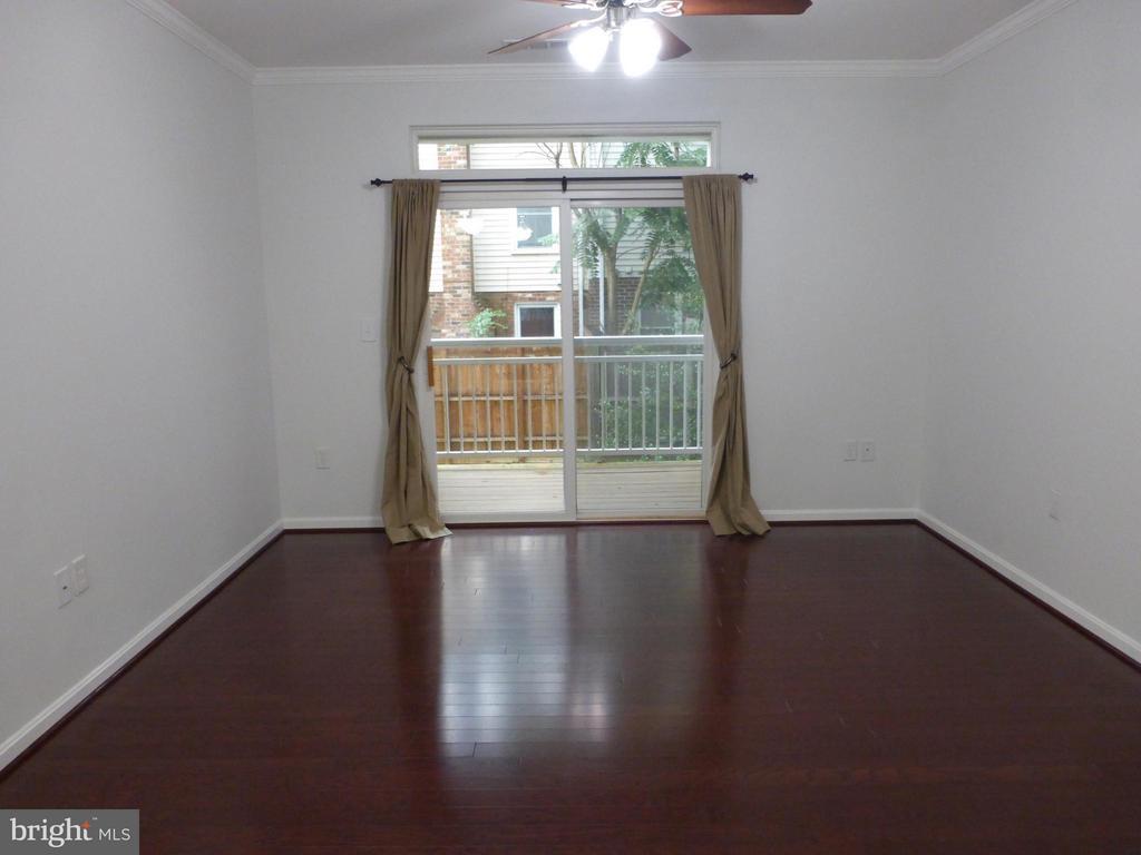 Living Room - 801S GREENBRIER ST #214, ARLINGTON