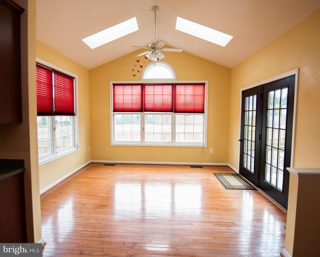 Sunroom with skylight, opens to patio - 50 LANDMARK DR, STAFFORD